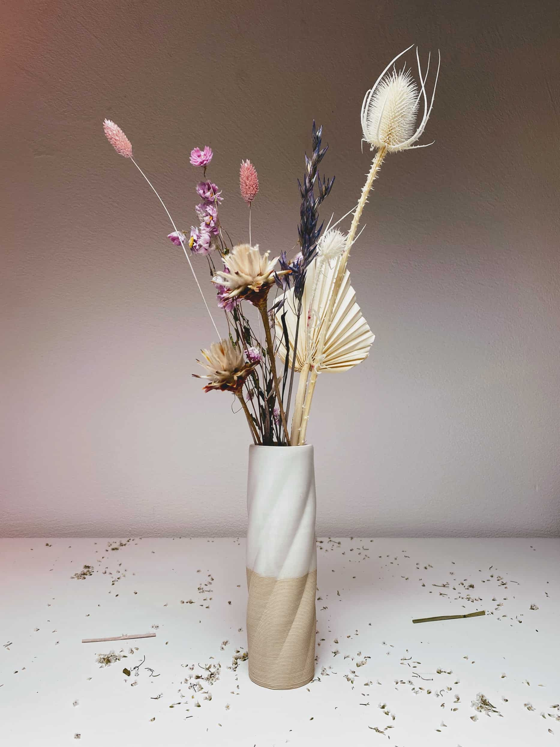 TBTTL vase in set with dried flowers